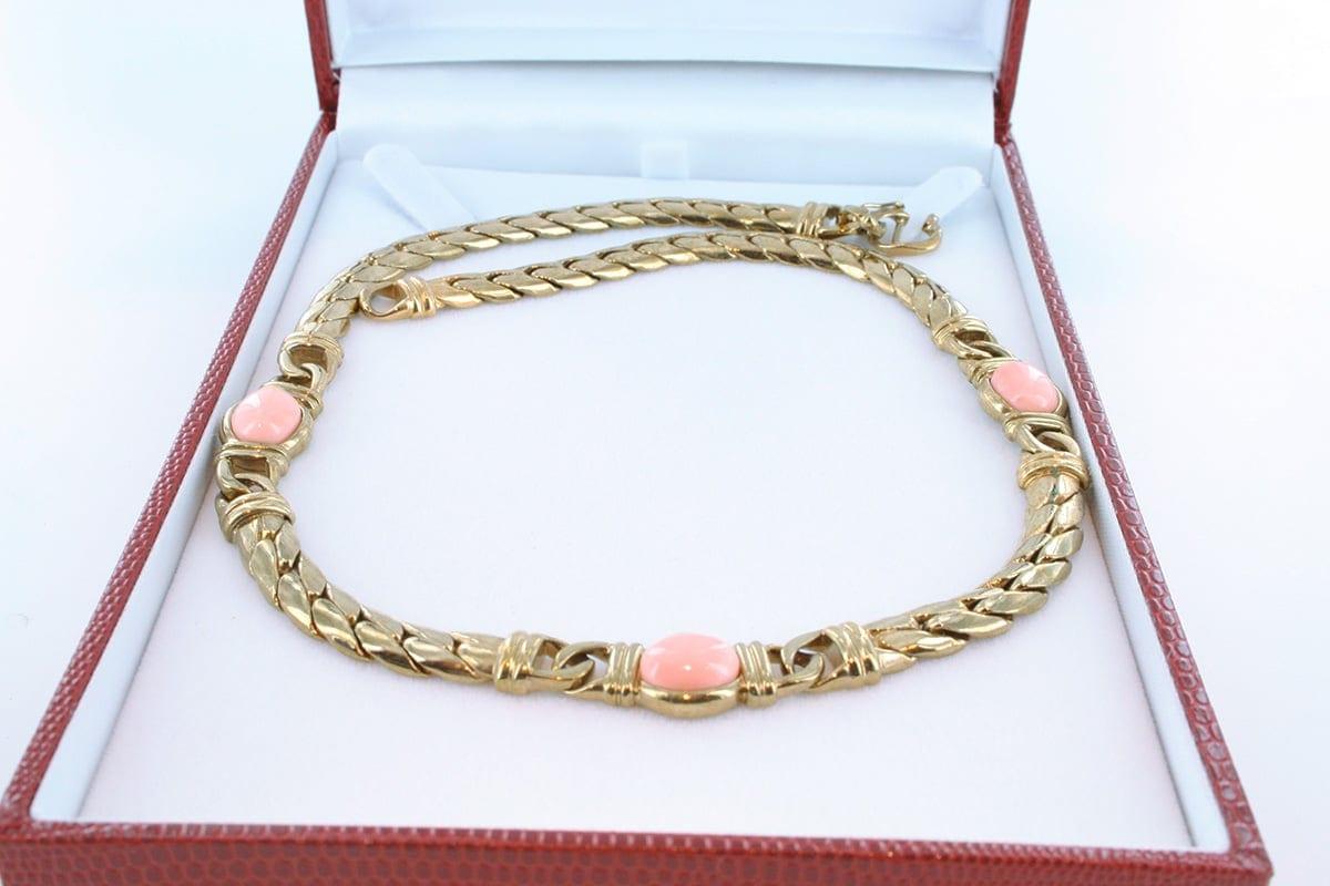 Collier en corail rose et plaqué or