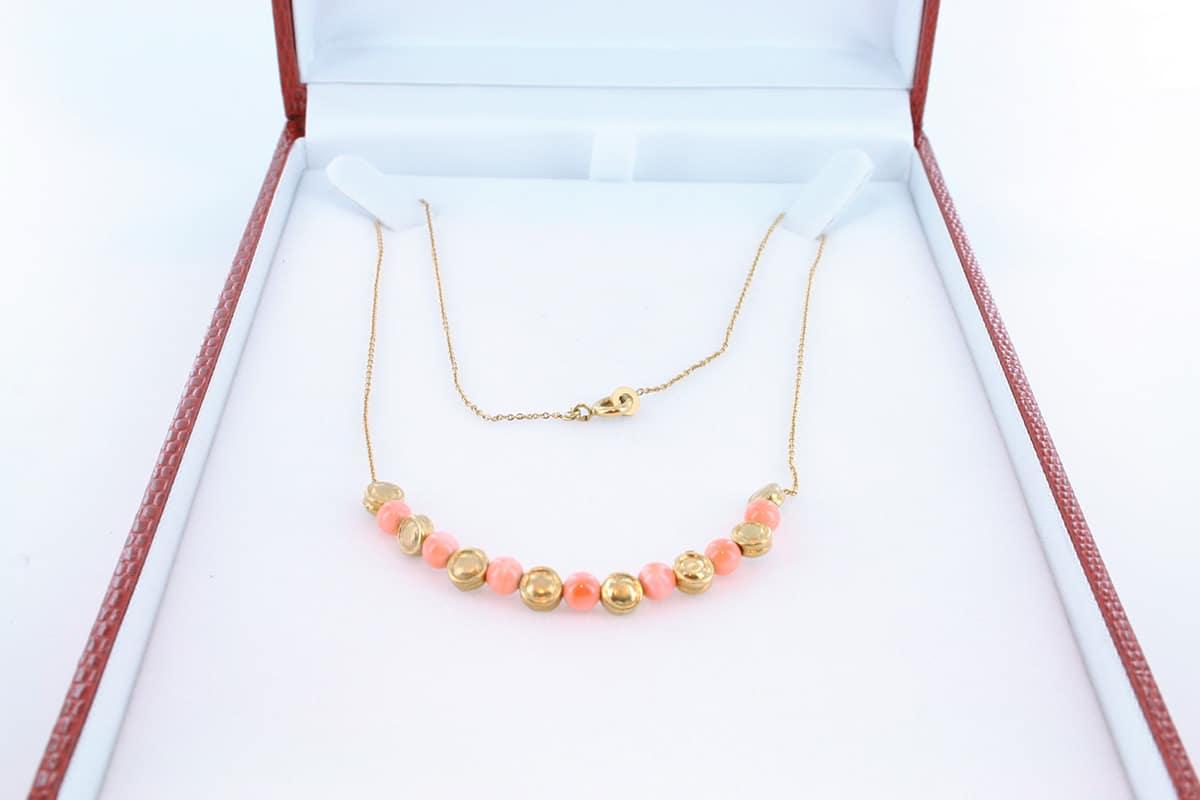 Collier en corail rose et plaqué or 017