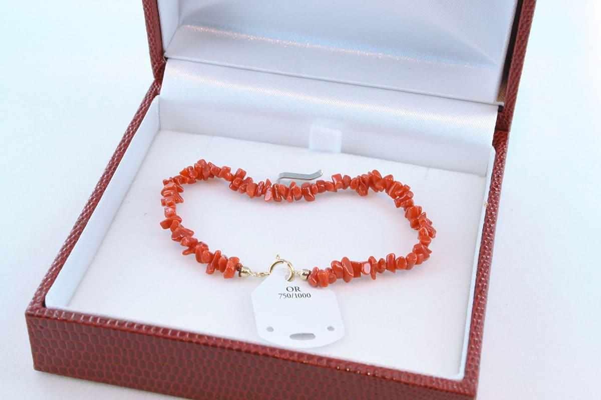 Bracelet en corail rouge et or 750 par 1000 BR-CO-OR-004