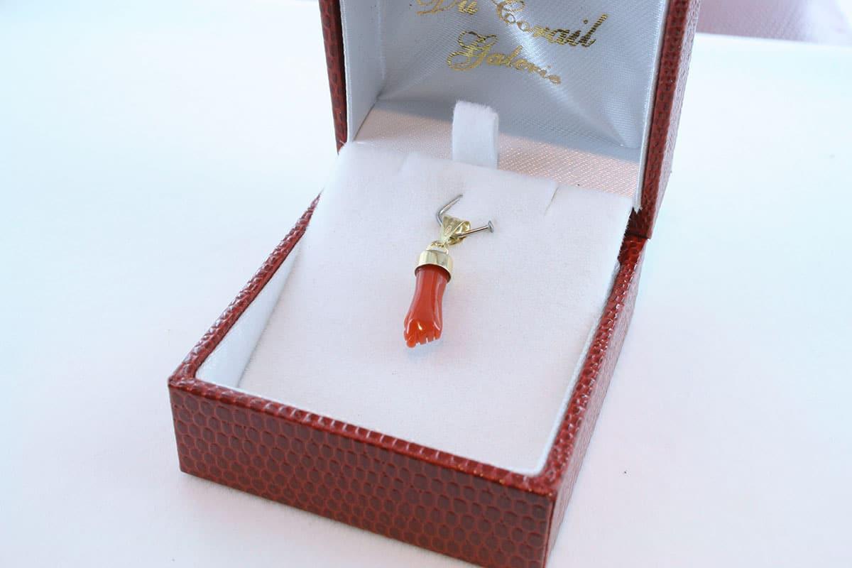 Pendentif en corail rouge et or 750 par 1000 PE-CO-OR-001