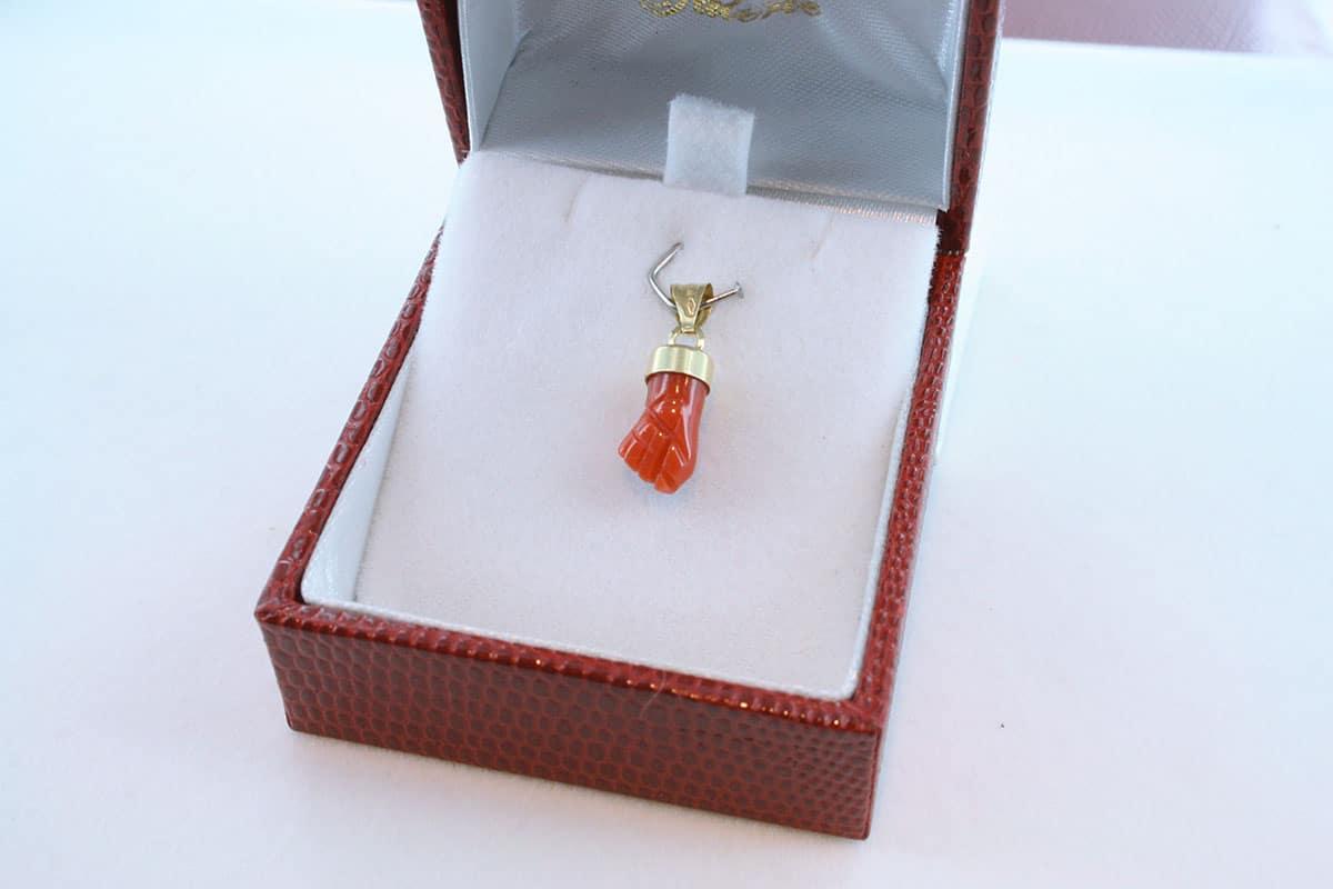 Pendentif en corail rouge et or 750 par 1000 PE-CO-OR-002